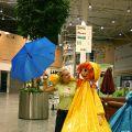 Каркасные куклы, осеннее оформление торгового центра.